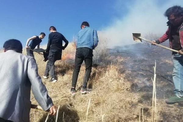 武警青海总队官兵成功扑灭一起山火