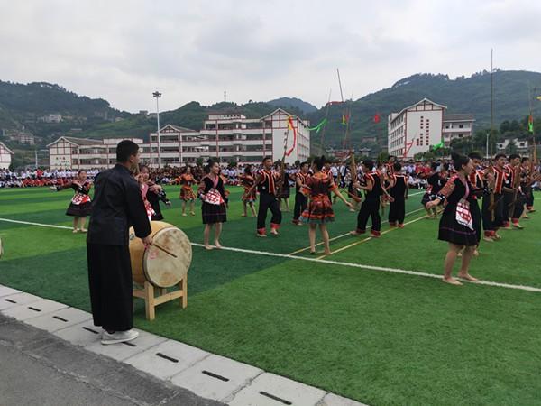 贵州剑河:民族中学举办首届师生水鼓舞大赛