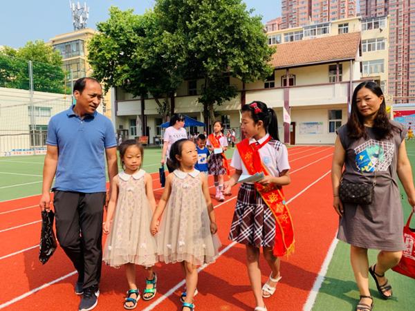 亲海之旅·入学季---彩立方平台官网朝城路小学又招小娃娃了