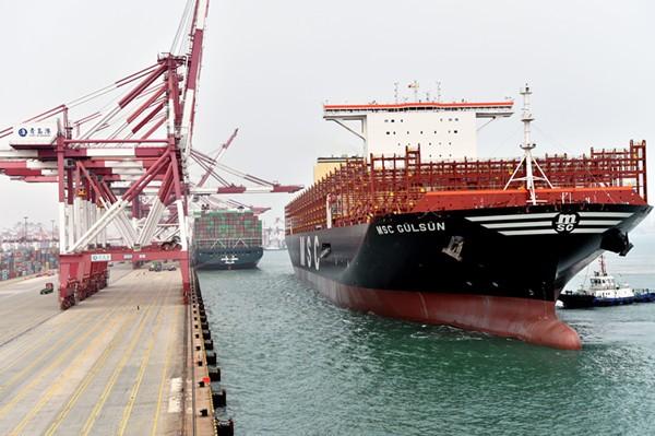 世界最大集装箱船首航彩立方平台官网港
