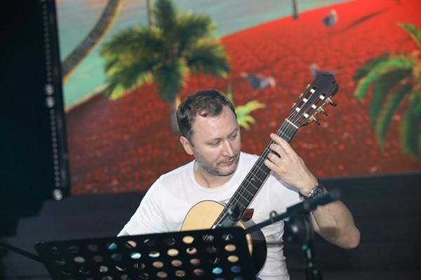 多位知名吉他表演艺术家莅临 彩立方平台官网国际吉他艺术节公益音乐会开幕