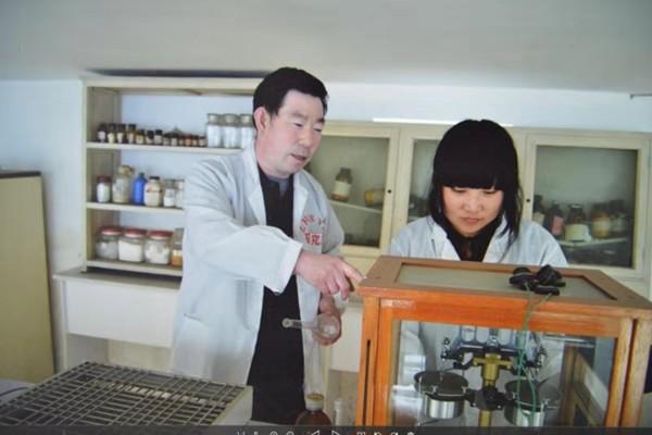 找一条致富路给农民的人    记中国食用菌产业带头人赵建荣