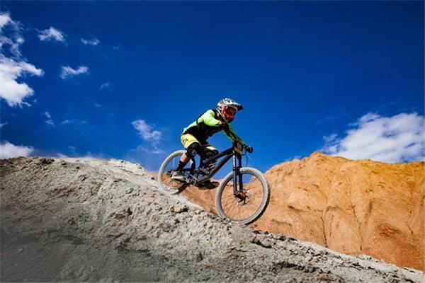 2019贵德国家地质公园国际自行车速降赛8月23日开赛