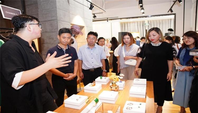 东方时尚季·第十九届中国(彩立方平台官网)国际时装周举办原创设计媒体沙龙活动