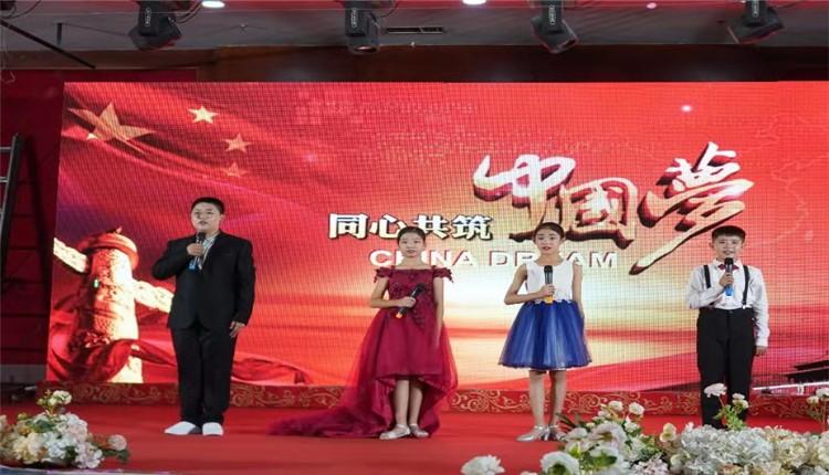 河北省遵化市庆祝新中国七十周年大型诗词朗诵会暨同主题书画展览盛大开幕。