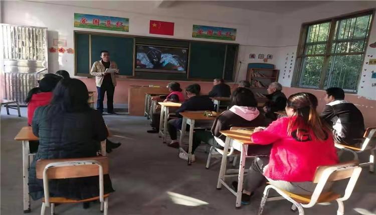 家校携手,共促成长——赣州市龙岭镇村里小学举行各年级家长会