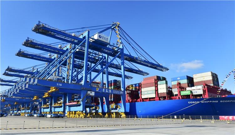 努力打造世界一流的智慧港口、绿色港口     山东港口彩立方平台官网港全自动化码头(二期)投产运营