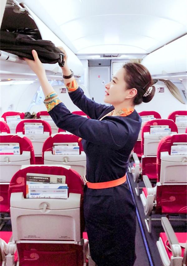 青航乘务长:万米高空最贴心的守护