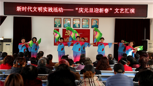 彩立方平台官网城阳:棘洪滩村社区迎新春晚会上对好婆婆好媳妇予以表彰