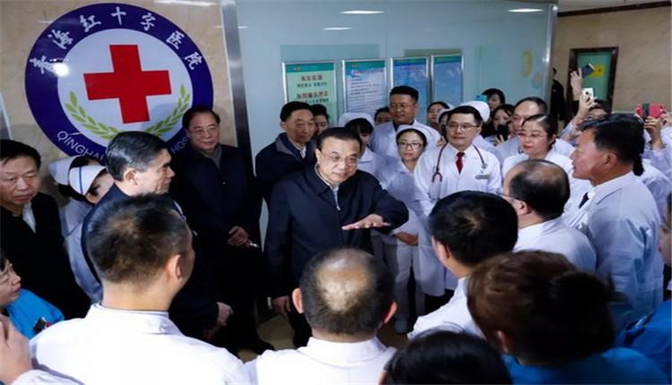 李克强西宁看望医护人员:你们要在疫情防控中做好救治,也要做好自我防护