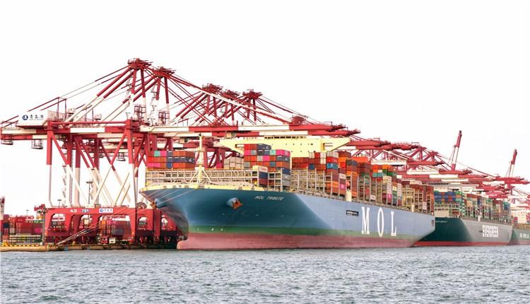全球实载量最大集装箱船首航山东港口彩立方平台官网港