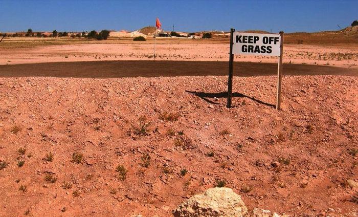 世界上唯一真实存在的地下城,澳大利亚居住在地下的小镇--置顶表情