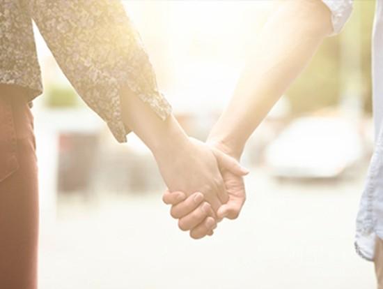 情侣智能感应手环,不在一起也能传递情感--置顶表情