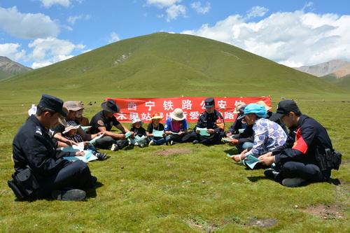 青海省海拔4000米的流动课堂