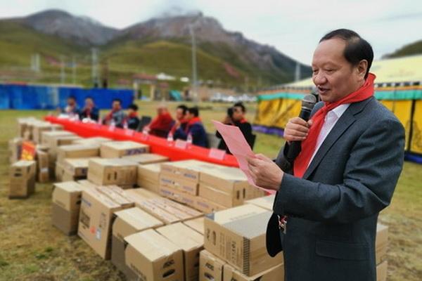青海爱心企业向杂多县瓦里滩孤儿福利学校捐赠教学设施