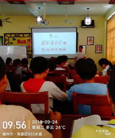 江西赣州:新进教师展风采    同伴互助促成长