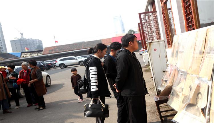 山东集报在枣庄举办英模人物专题报展