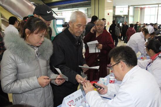 青海红十字医院举行心梗救治日义诊活动
