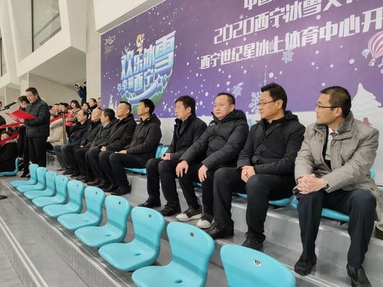 西宁冰球场将成青海省冰雪运动的新引擎