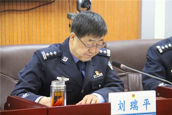杭锦后旗公安局传达学习贯彻党的 十九届四中全会精神